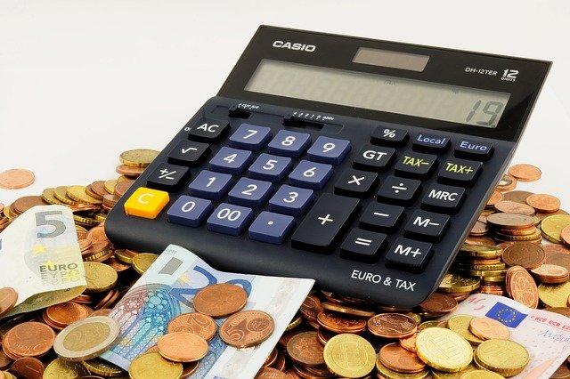 jak oszczędzać pieniądze w domu
